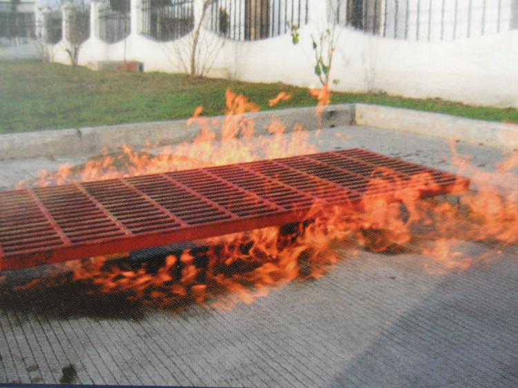 El comportamiento de la fibra de vidrio expuesta al fuego