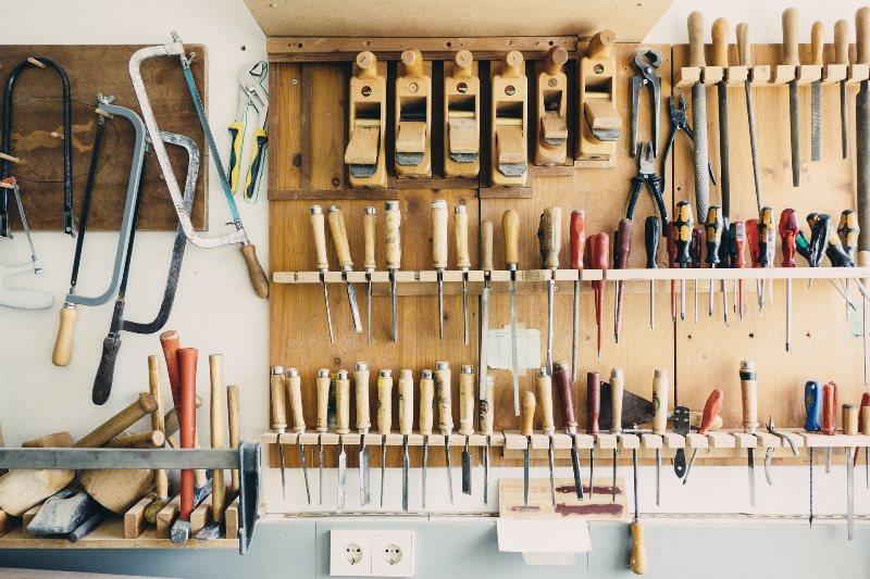 Herramientas de carpintería imprescindibles